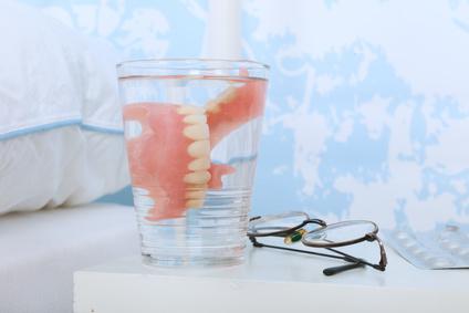 コップに入った入れ歯